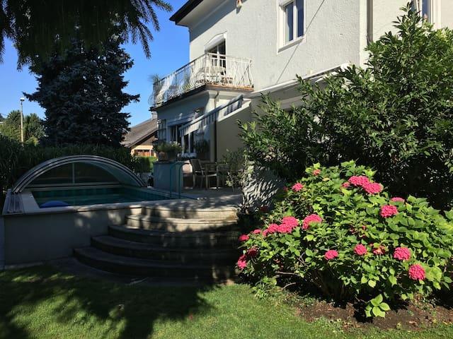 Zimmer in Stadtvilla mit Garten