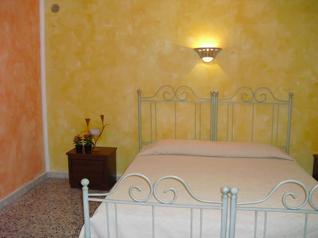 CAMERA  SINGOLA - Oliena - Bed & Breakfast