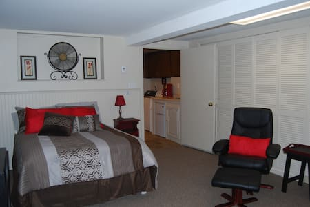 Private Lakefront Room with Kitchenette/Laundry - Billerica - House