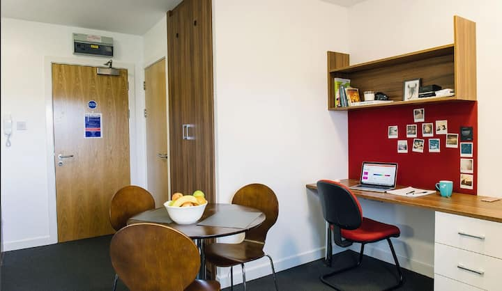 Student Only Property: Gorgeous Classic Studio - LOS 12 months 10% off