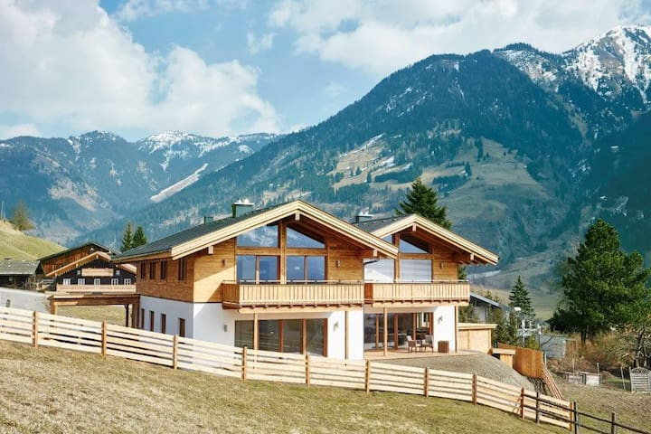 Luxury Alpine Chalet Apartment