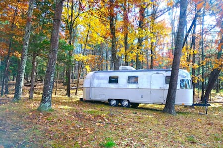 Airstream on 60acres foliage &hiking 7mins 2town
