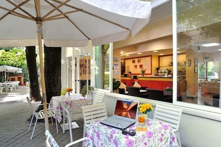 A little hotel in Rimini close to the beach - Rimini