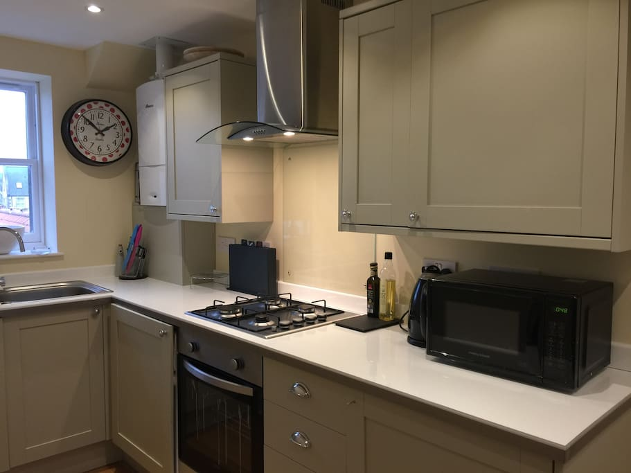 Fitted kitchen with integrated appliances