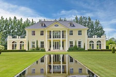 Live like a King in the Countryside - House