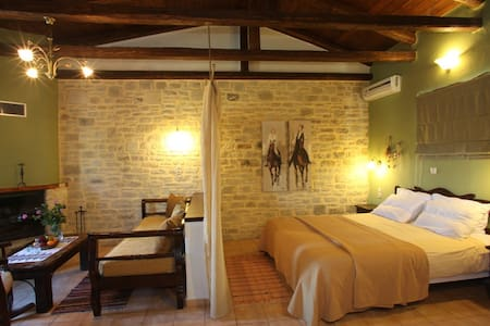 Eleonas luxury cottages  - Zaros - Bed & Breakfast