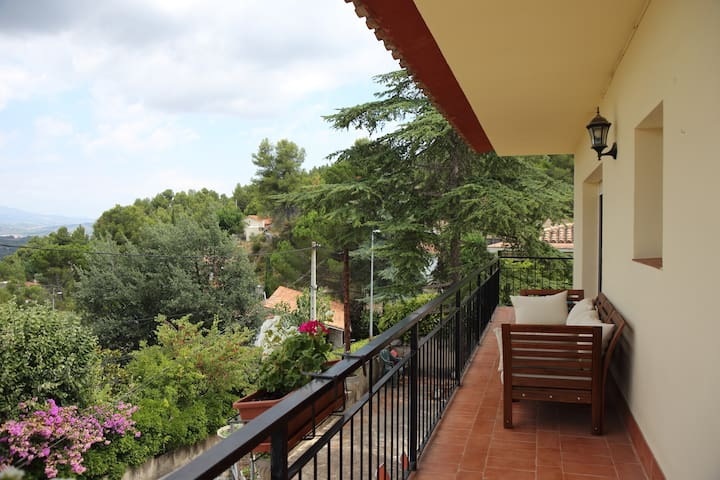 Rural setting 30 mins Barcelona. 40 mins Airport - Gelida - Apartment