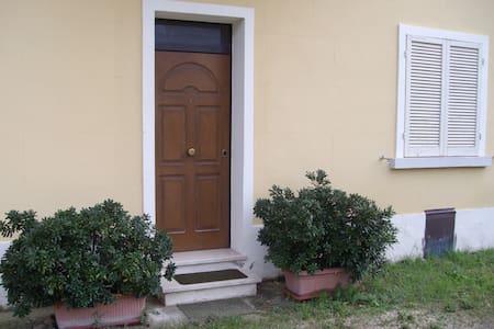 Camera indipendente vicino Assisi - Bastia Umbra - House