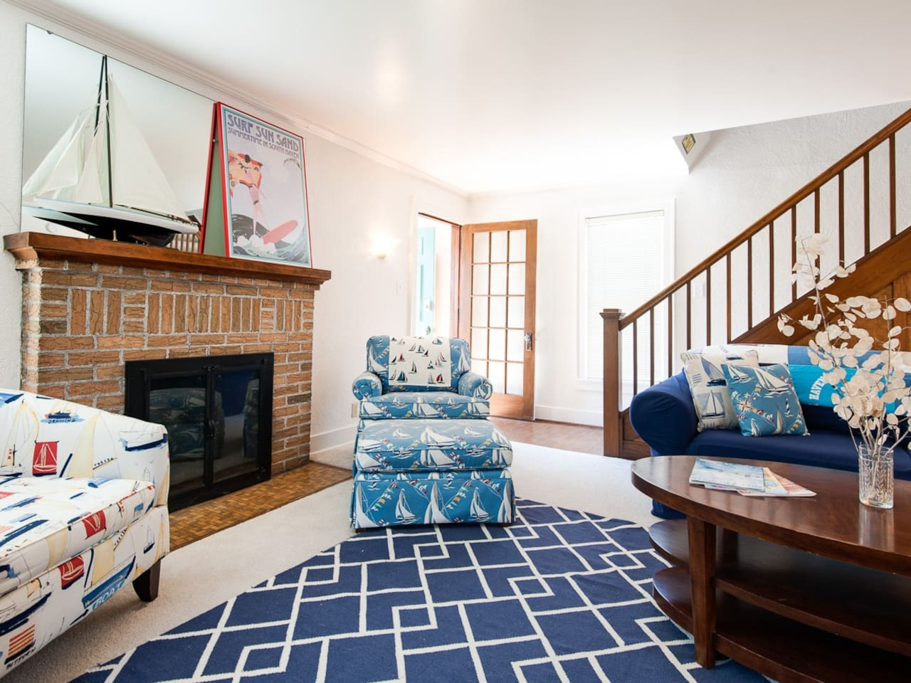 Living Room - fireplace is only decorative
