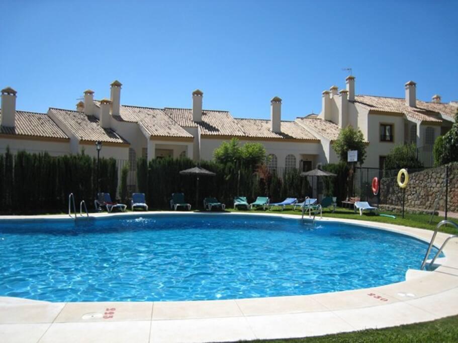Residence's swimming pool