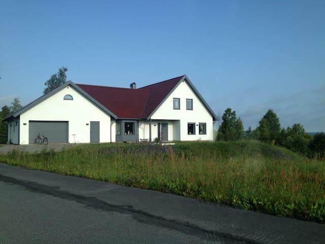 Mysigt och vackert nybyggt hus.