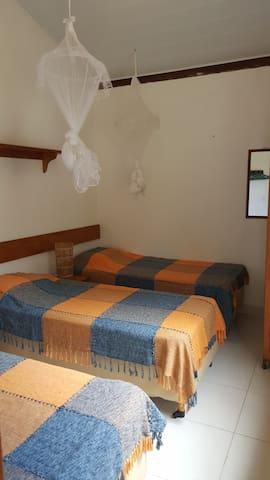 Dormitório 1 com 3 camas ou uma de casal e uma de solteiro