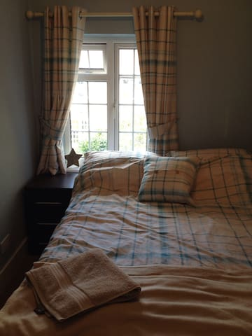 Small cosy room - Uxbridge - Hus