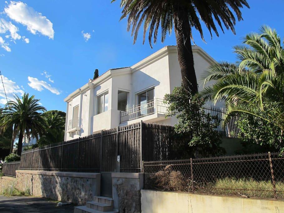 Rez de jardin vue mer proche plage - Houses for Rent in ...