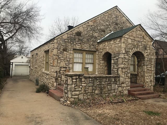 Restored Bungalow in the Heart of Tulsa, Route 66
