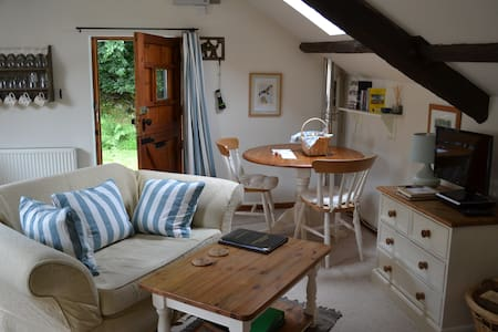Super Cosy rural barn conversion- Red Kite Cottage - Cellan