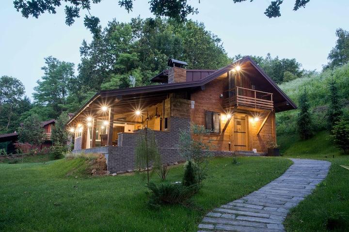 Geweldig chalet met eigen tuin, jacuzzi en sauna, fantastische ligging aan rivier