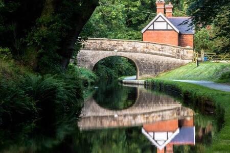 Llangollen Cottage Canalside Cabin