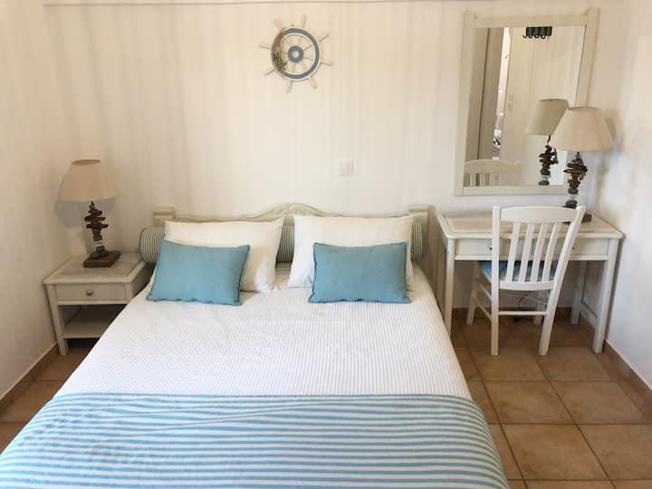 2 Bedroom Kamari Beach House up to 5 people