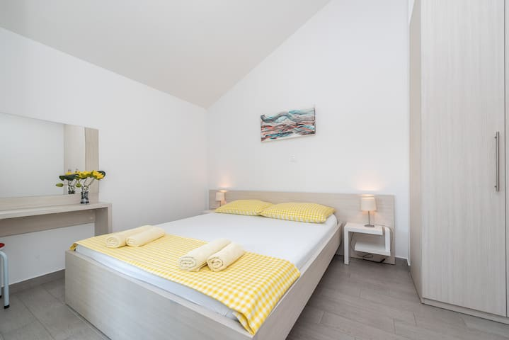 Bedroom with double bed (160 x 200 cm) for two persons