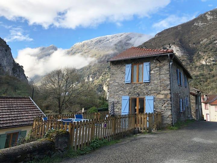 Julie-Anne Cottages Ussat