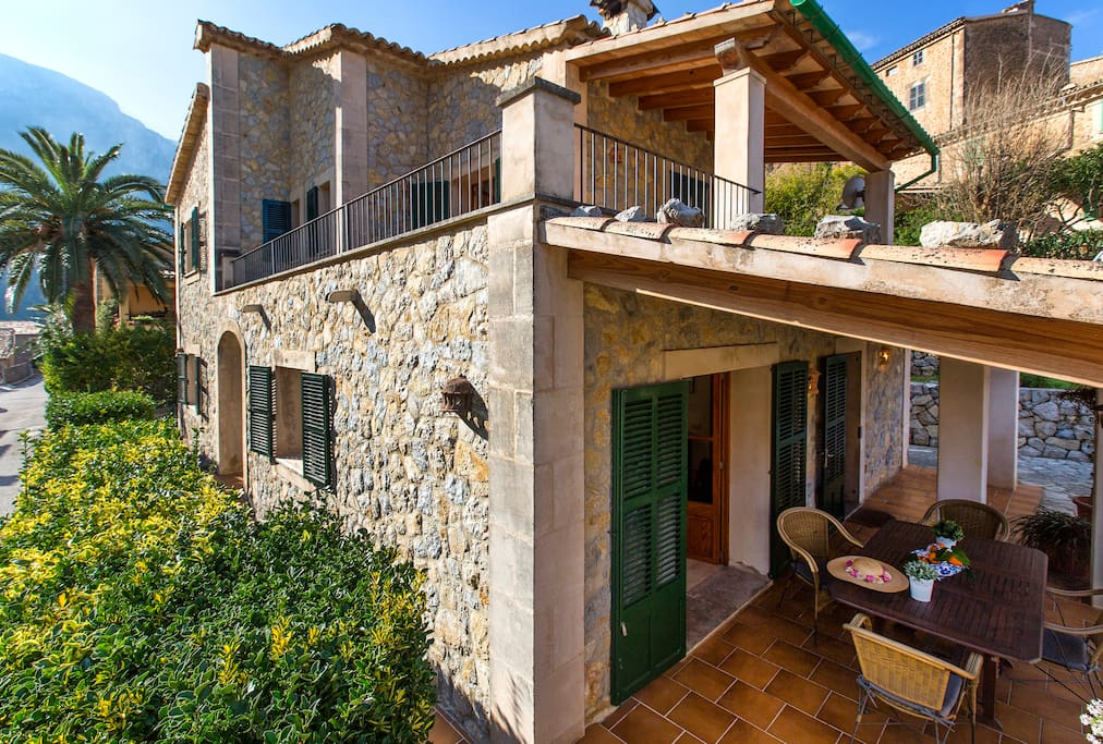 Overview Town House in Deia