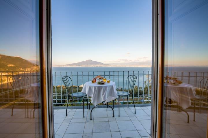 """Panoramic Room """"Vico Equense"""" - Villa Mariagiovanna"""