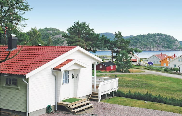 Holiday cottage with 2 bedrooms on 85m² in Lindesnes
