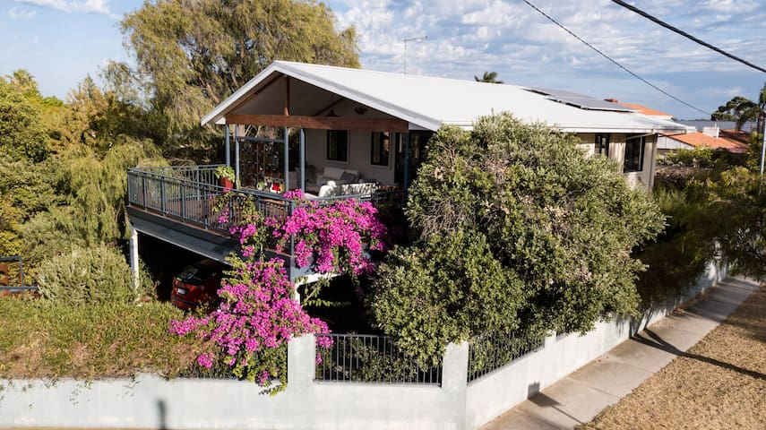 Garden Bedroom Ensuite close to Rottnest Ferry