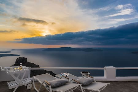 Honeymoon Suite with Jacuzzi and Caldera View - Imerovigli