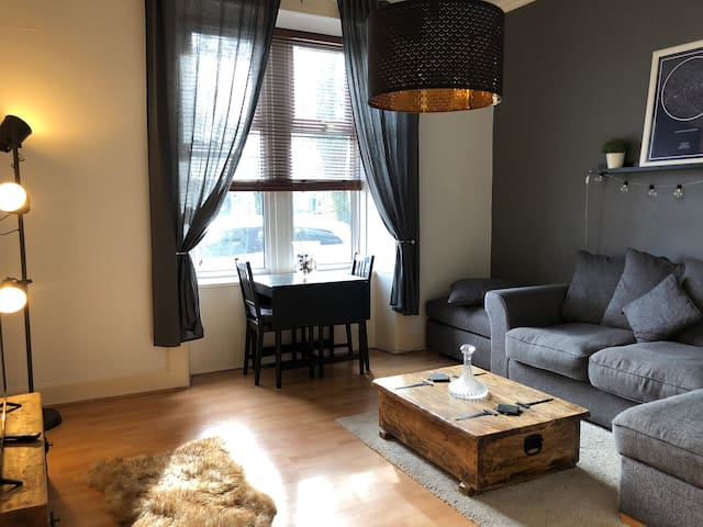 Cosy apartment nr Loch Lomond & Glasgow Airport