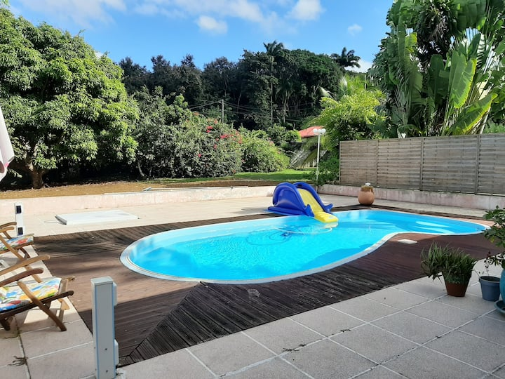 Studio in Baie Mahault, with shared pool, furnished garden and WiFi - 12 km from the beach