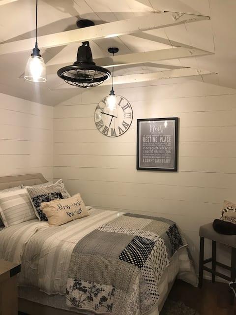 Real Tiny house! No add ed fees
