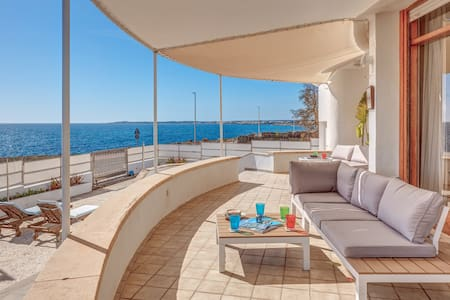 Directly by the Sea - Villa Favorita