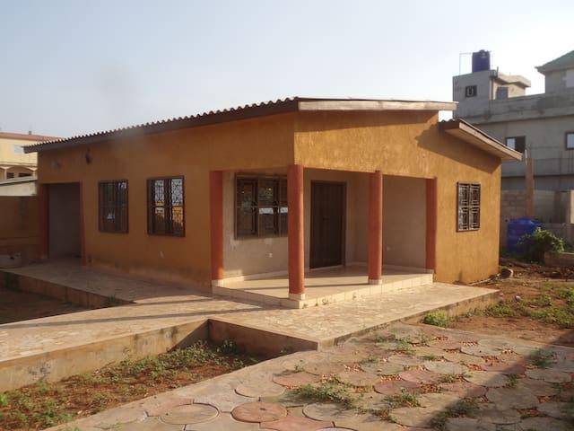 Maison 4-6 personnes à Calavi - Abomey Calavi