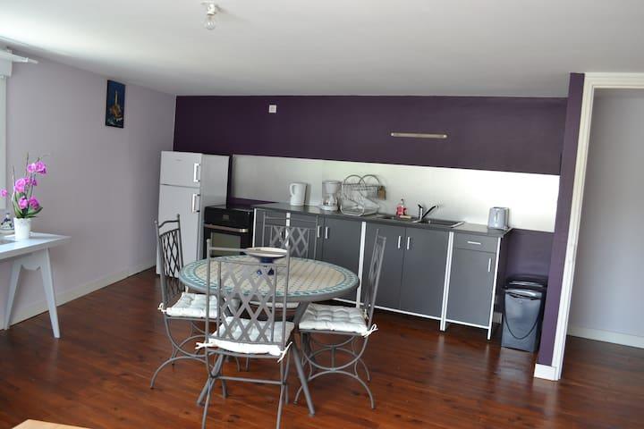 Grande pièce à vivre côté cuisine