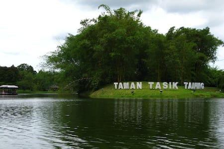 Taiping Quik-Stop - House
