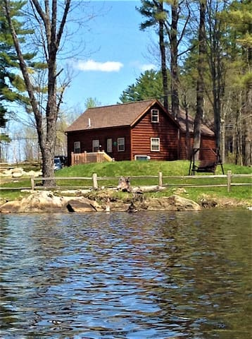 Lakeside Pine 4. High-end cabin on the lake!