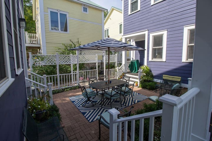 Enchanting Lake Michigan Beachwalk Resort Rental
