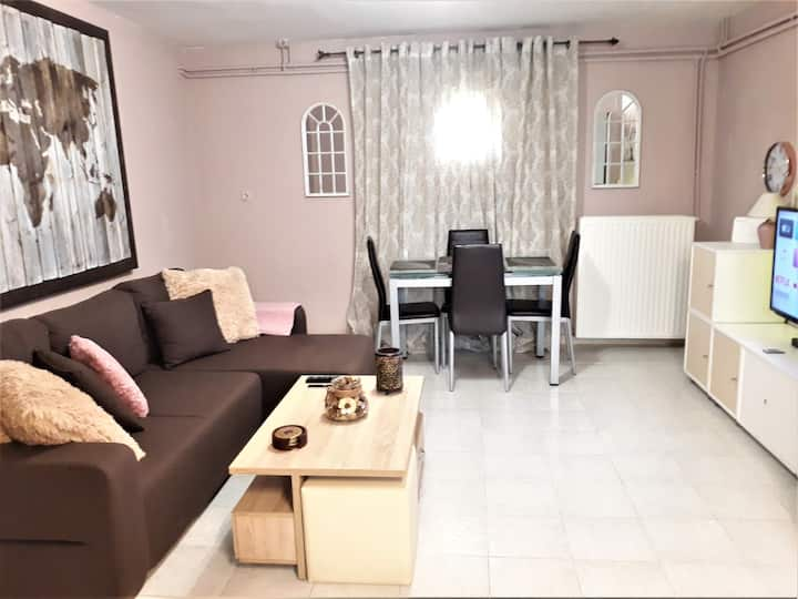 Roula s cozy apartment with private yard & parking