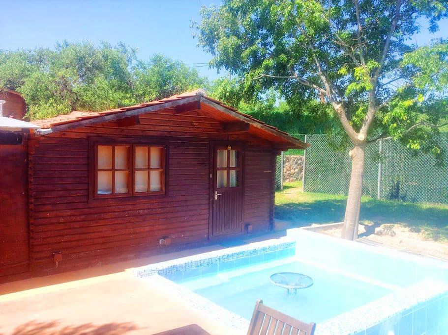 Casa rom ntica 8 personas con piscina y jacuzzi casas en for Jacuzzi 8 personas