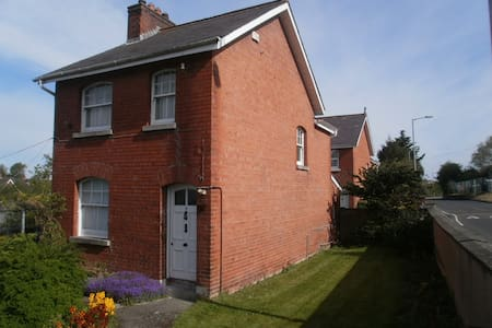Lonsdale Villas, Armagh City Sunshine Room - Armagh - Casa
