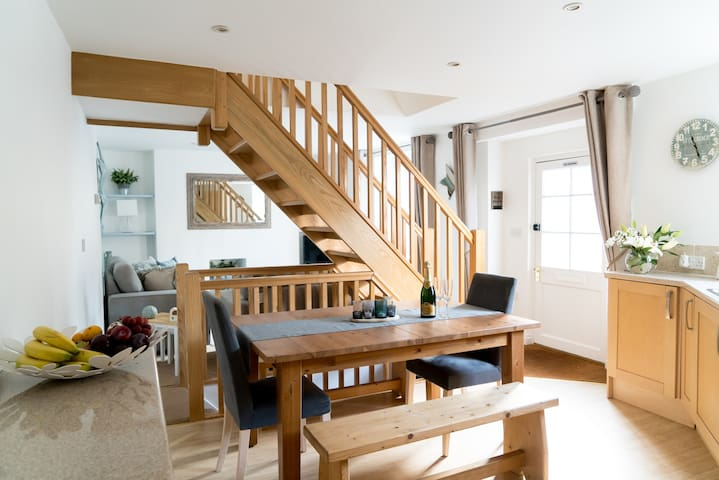 Cosy and bright cottage close to the beach
