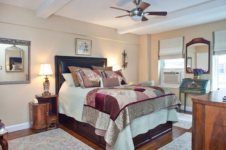 PETS Welcome!  XL Luxury UES One Bedroom w/Terrace