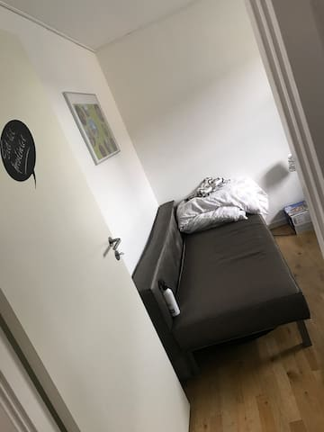 Private Room in cosy apartment just outside Aarhus