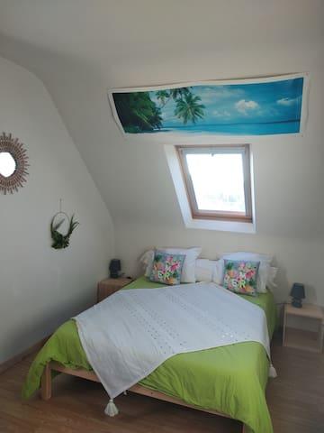 Chambre 3 (lit double et lit superposé) Côté Lit double
