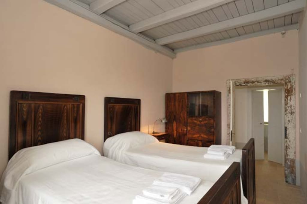 Bianchina apartment (Annex of VILLA PIANCIANI) Pink bed room