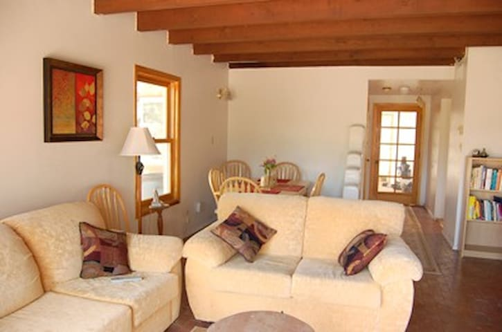 Exquisite Sanctuary: Walk to Plaza - Santa Fe - Casa