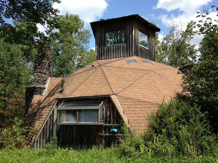 Geodesic Dome House: Hot Tub: Full Kitchen
