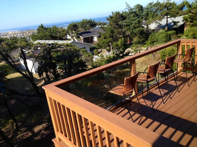 NEW, Custom designed Ocean View with POOL access - Waldport - 一軒家